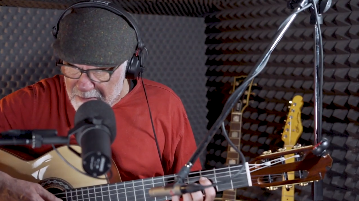 """""""BRO"""", un corto documental sobre Carlos Carrasco, el artesano de las canciones"""