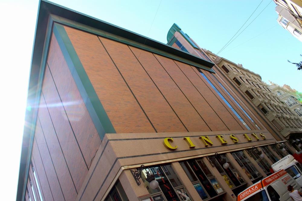 El frontón Chiqui se encontraba en lo que hoy es el Cine Lys. Foto: Eva M. Rosúa.