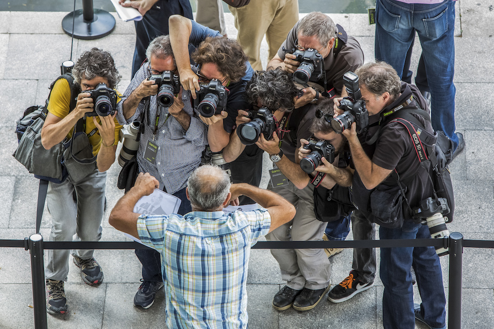 Fotoperiodistas trabajando en la Junta General de Accionistas de Bankia. Foto: Biel Aliño. Rober Solsona (ABC); Miguel Lorenzo (El Periodico); Kai Foersterling (EFE);Fernando Bustamante (Levante EMV); Guillermo Lucas; Germán Caballero; José Jordán (AFP)