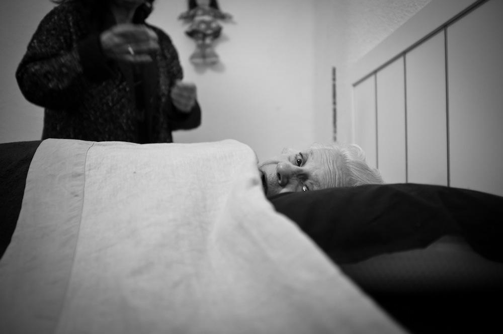 """""""Mi abuela en casa"""". Foto: Pedro Mecinas."""