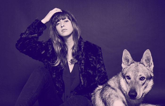 Aullando con lobos