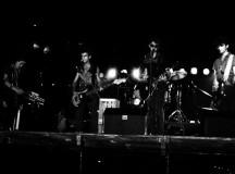 Foto: De izquierda a derecha: Antonio Muñoz (caja de ritmos y programación), Jose Mª Gajas (bajo), José Vicente Ferrando (guitarra y voz) y Eduardo Vivó (guitarra).