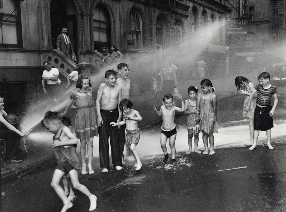 Verano (1937). ©Weegee/Caravan