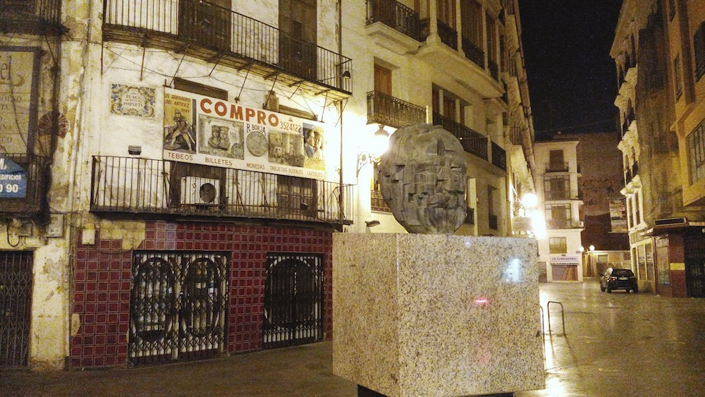 Exterior Valencia noche.