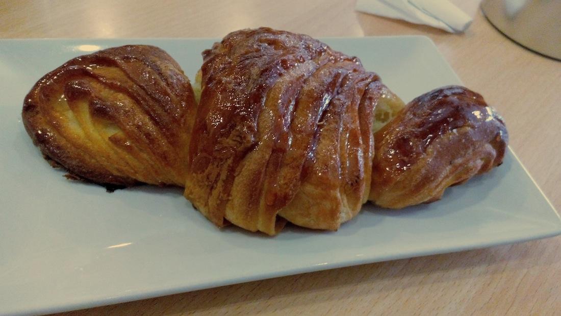 Croissant francés de mantequilla de la Cafetería Horno La Torre.