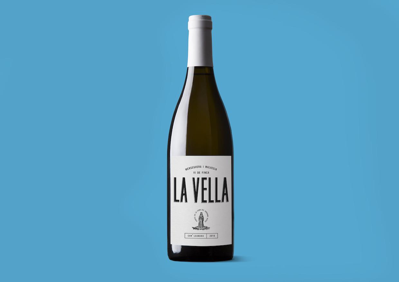 ¿Cómo se diseña la etiqueta de una botella de vino?
