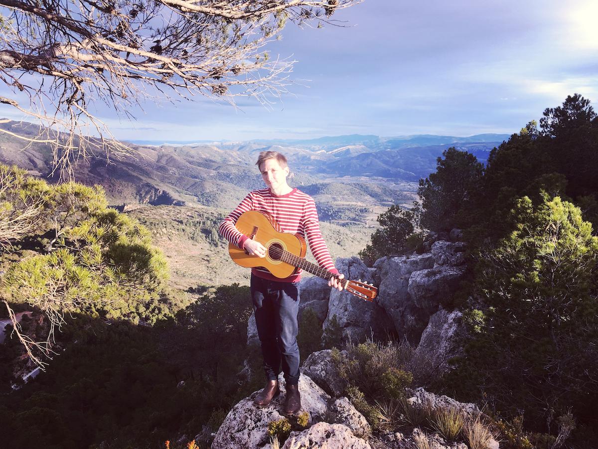 Scott Mannion, el músico indie neozelandés que graba y vive en Chelva